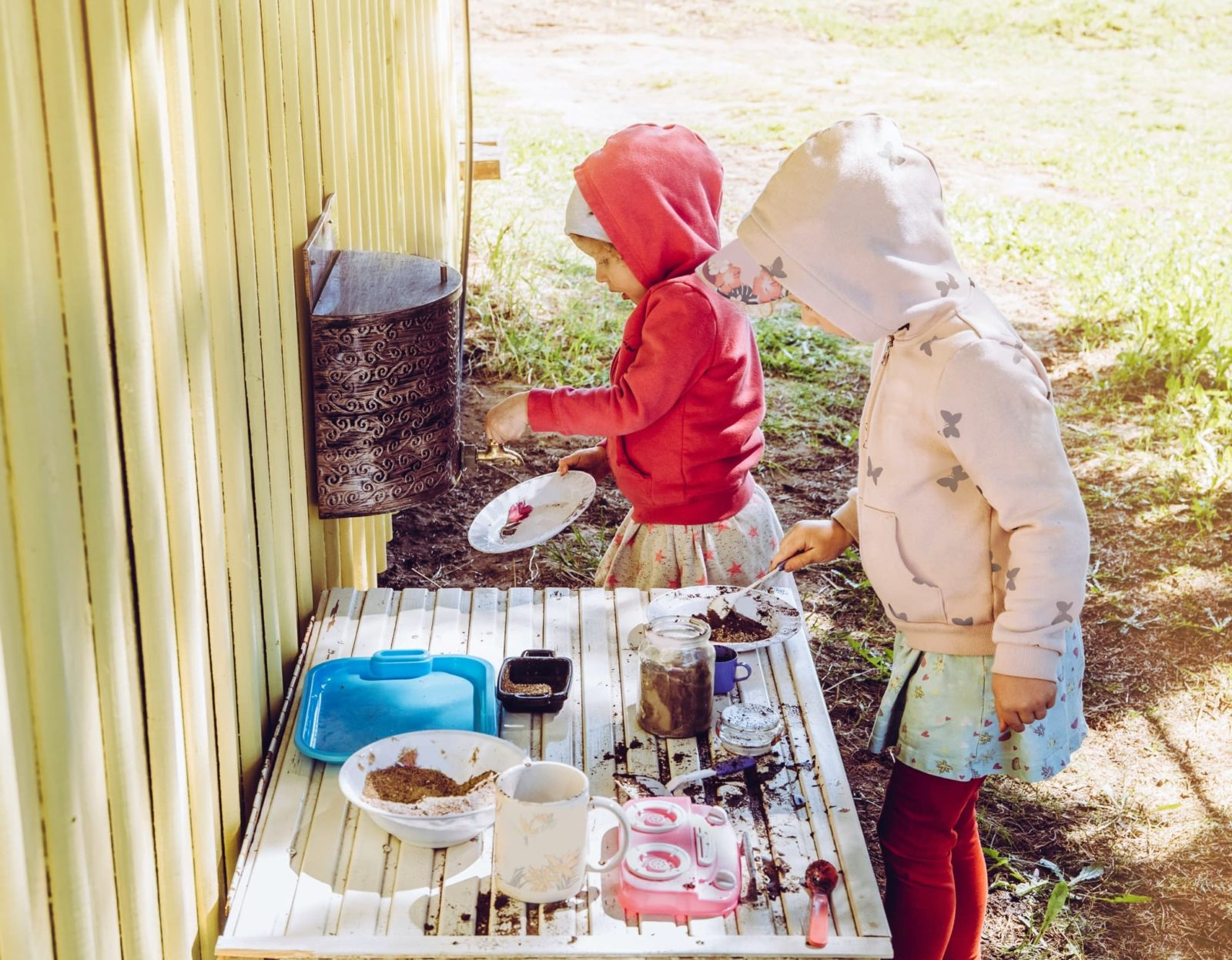 kids playing in mud kitchen