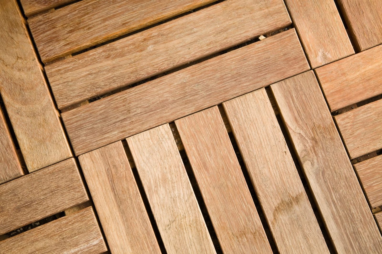 interlocking decking tiles in wooden slats
