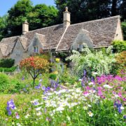 english cottage and beautiful garden in the Cotswolds