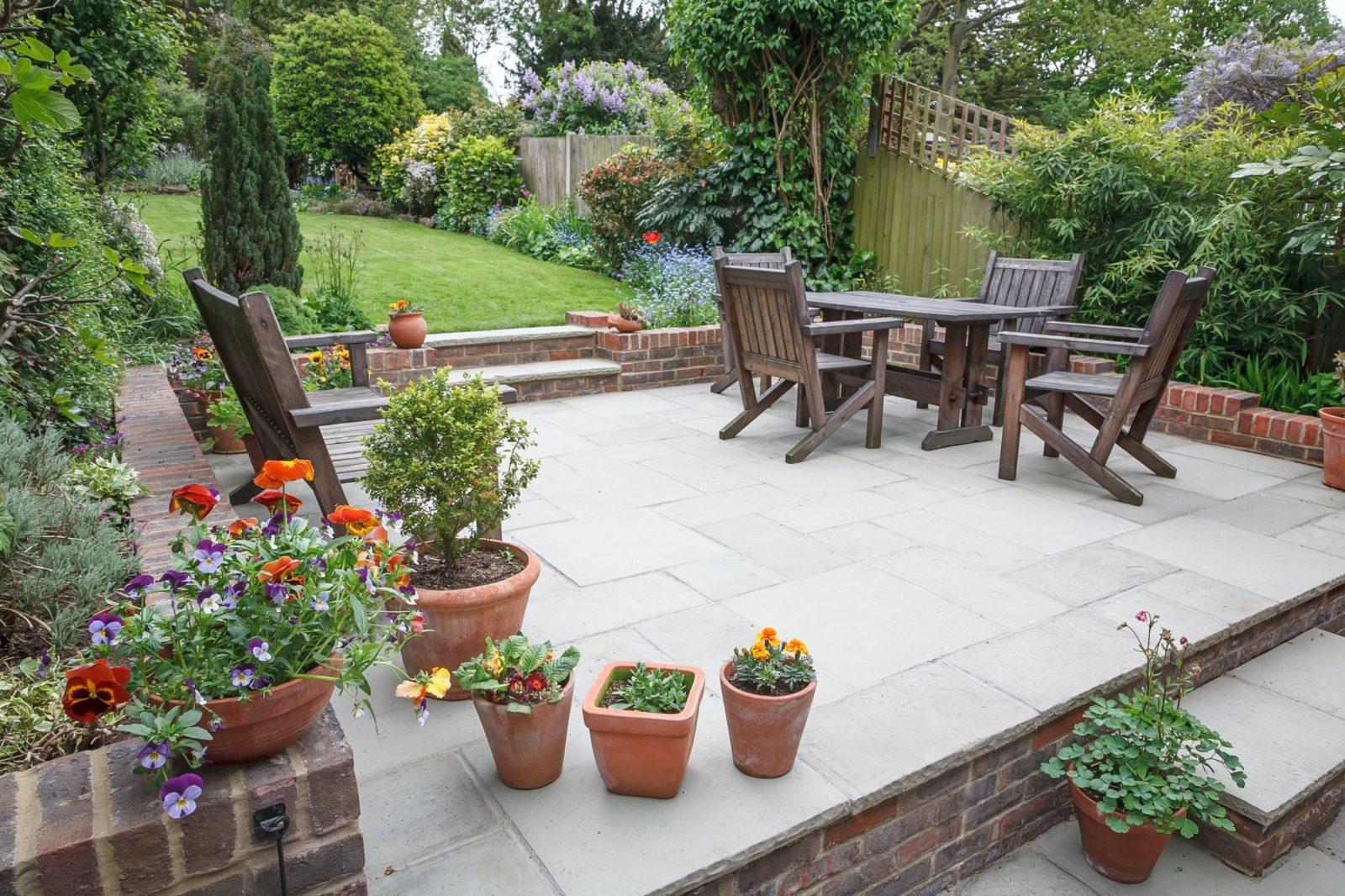 stunning raised patio with garden furniture