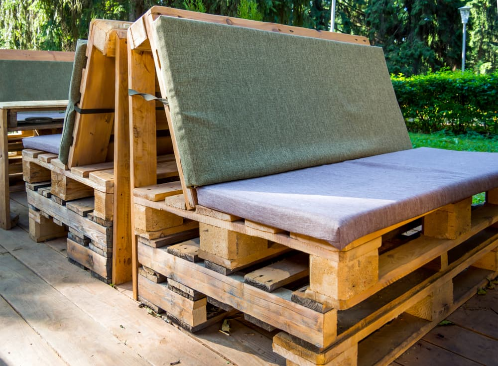 pallets turned into garden seating